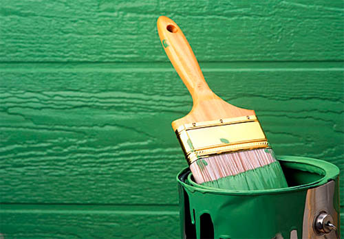 Акриловая краска выполняется на водной основе, но полимеризация после нанесения обеспечивает прекрасную защиту от влаги