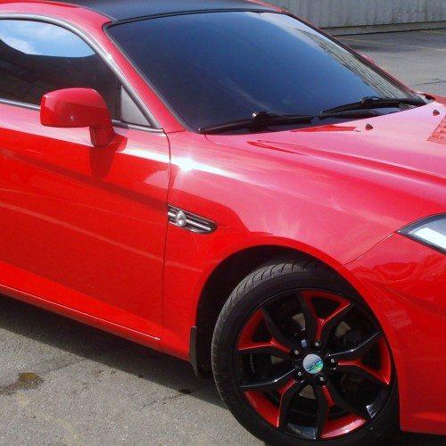 Акриловые краски используют даже для защиты кузова автомобиля.