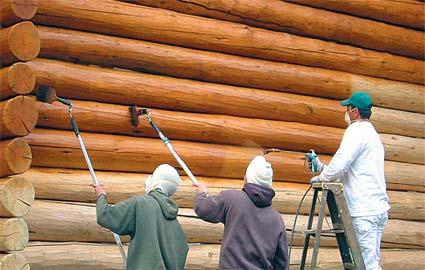 Аквалаки успешно применяют для обработки деревянных фасадов.