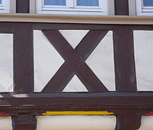 Часть рисунка на фасаде дома – «Андреевский крест»