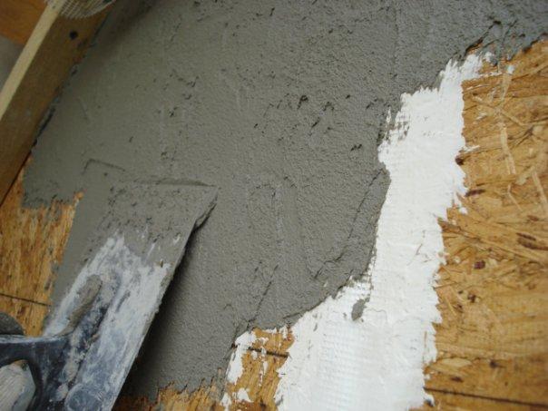 Причины плесени на потолке в углу