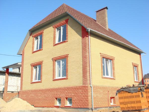 Дом облицованный кирпичом