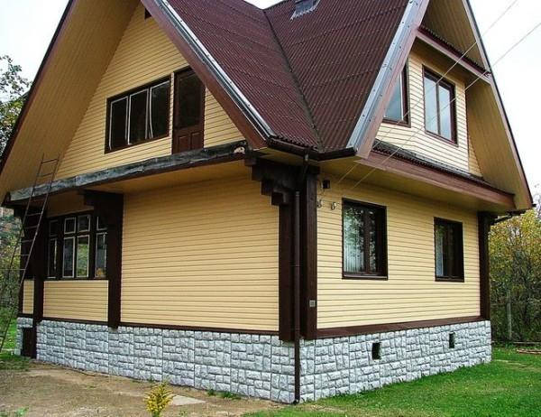 Дом с отделанным фасадом
