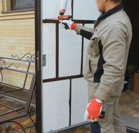 Отделка металлической двери изнутри