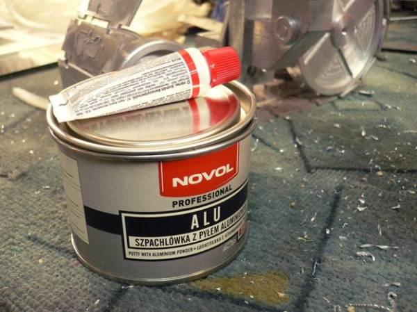 Двухкомпонентная шпаклевка с добавлением алюминиевой пудры