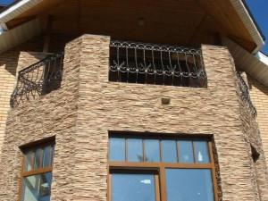 Фасад из искусственного камня.