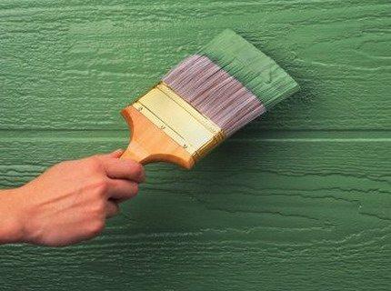 Фасадная краска для дерева проста в применении