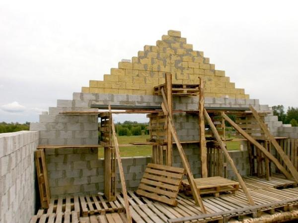 Фото капитальной конструкции в ходе постройки