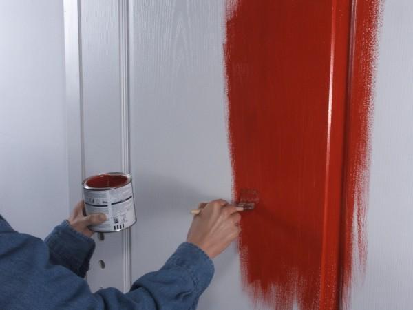 Как покрасить деревянные двери в белый цвет