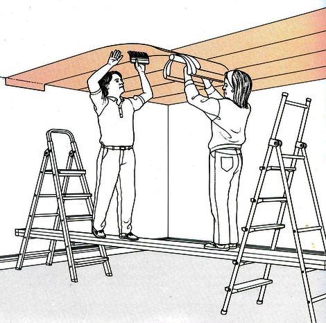 Как правильно поклеить обои своими руками на потолке 44