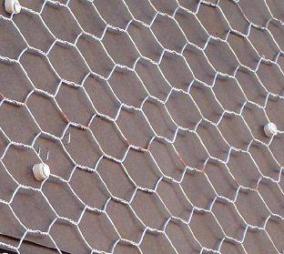 Использование таких изделий позволяет наносить раствор на поверхности с низки уровнем адгезии не переживая о том, что он упадет