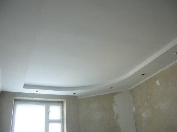 Как покрасить потолок в квартире своими руками