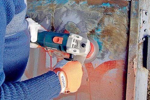 Как удалить старую краску с ворот угловой шлифмашинкой