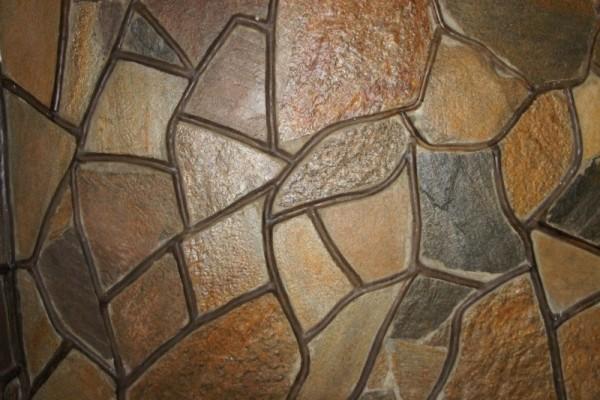 Камни, покрытые лаком, смотрятся гораздо ярче и привлекательнее