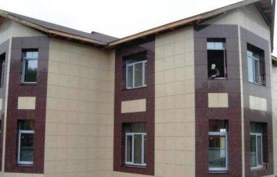 Керамогранит наиболее часто используют для устройства навесных вентилируемых фасадов
