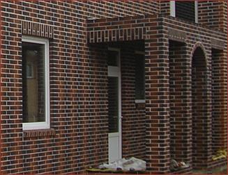 Кирпичные фасады имеют неплохой внешний вид и очень часто используются при изготовлении загородных домов