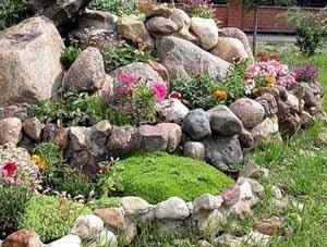 Когда выбираем большие камни, возможно, сама краска для камня и инструкция по её применению отходят на второй план – главное подобрать и расположить камни своими руками