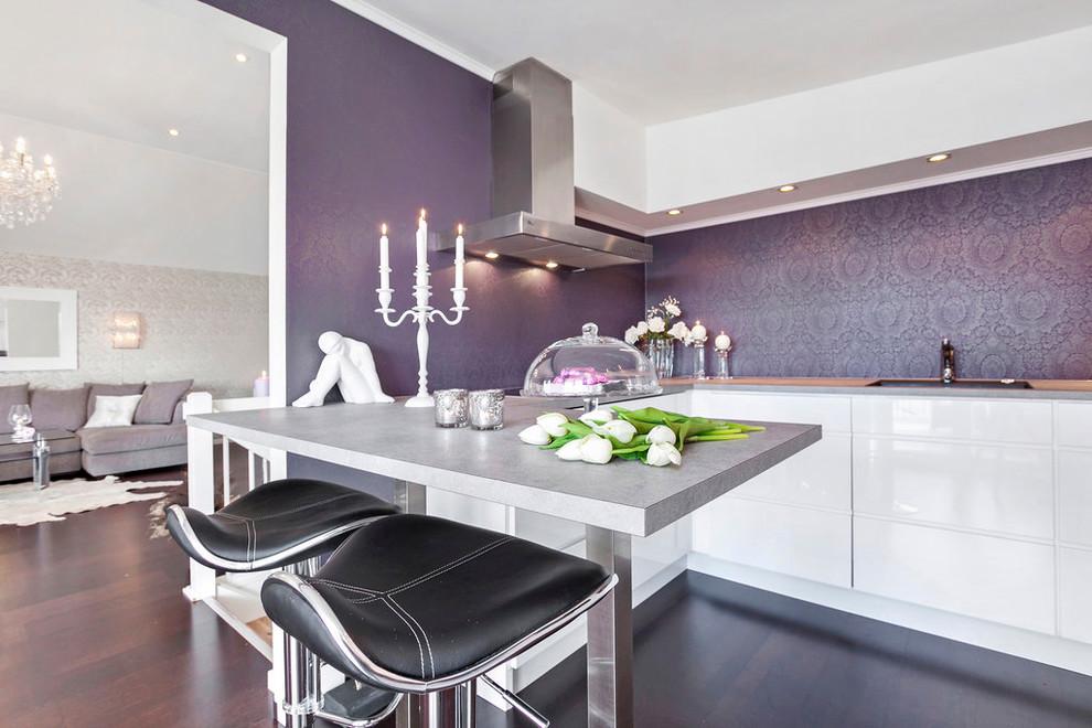 Серые обои на кухне фото