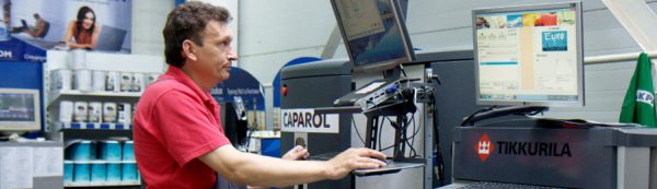 Компьютеризованный стенд для автоматической колеровки.