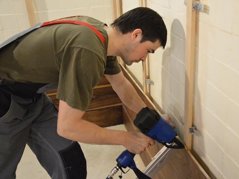 Отделка стен в коридоре: отделочные материалы, видео-инструк.