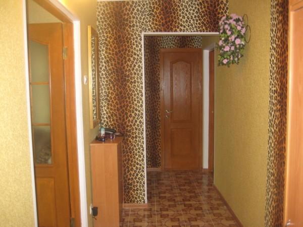Леопардовые мотивы в оформлении гостиной