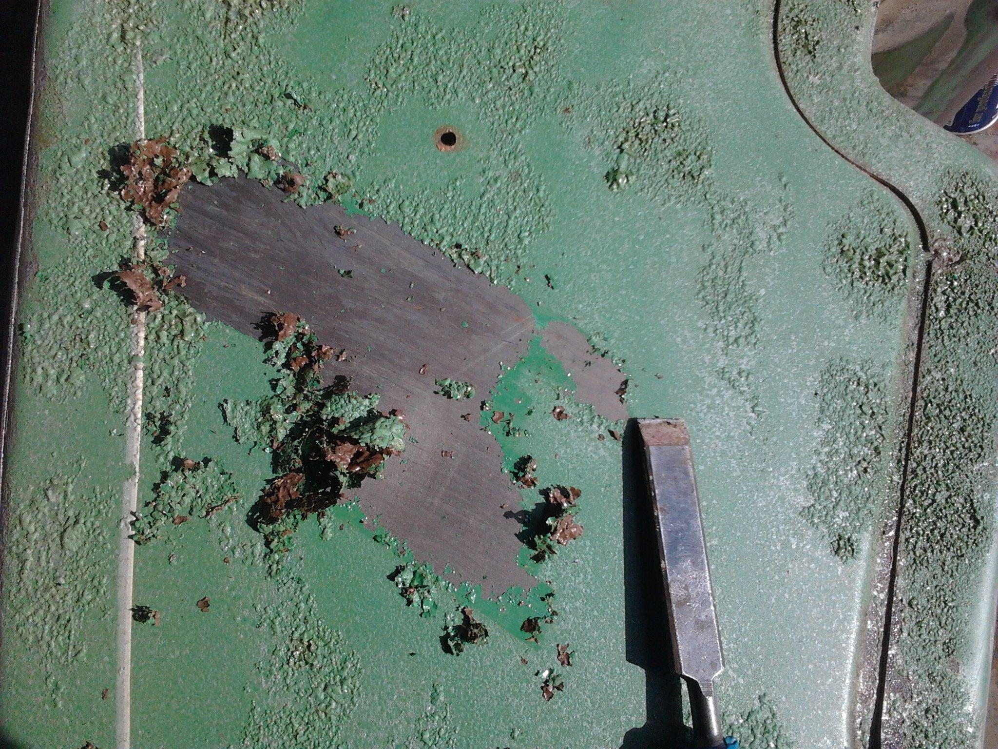 Лучше потратить несколько часов на удаление старого покрытия, нежели потом дополнительно вкладываться в реставрацию нового