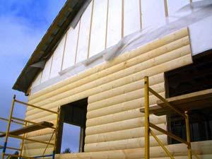 Лучше решать вопрос, чем отделать деревянный дом снаружи, во время строительства дома, а не через два, три года эксплуатации
