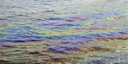 Масляная пленка толщиной в доли миллиметра испаряется с поверхности воды месяцами.