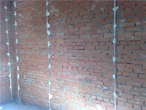 Маяки, установленные на стене