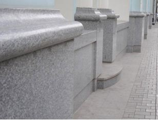 Мрамор часто используется для отделки зданий в старинном стиле
