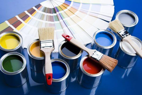 На фото - ассортимент цветовых исполнений пентафталевых эмалей