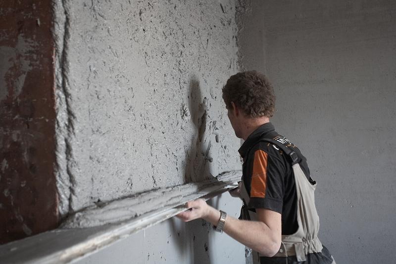 Штукатурка стен своими руками по маяками