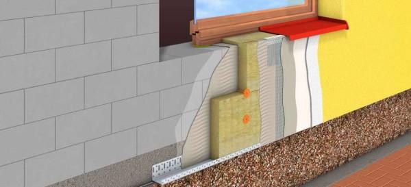 На фото показана схема утепления и отделки дома с использованием штукатурки.