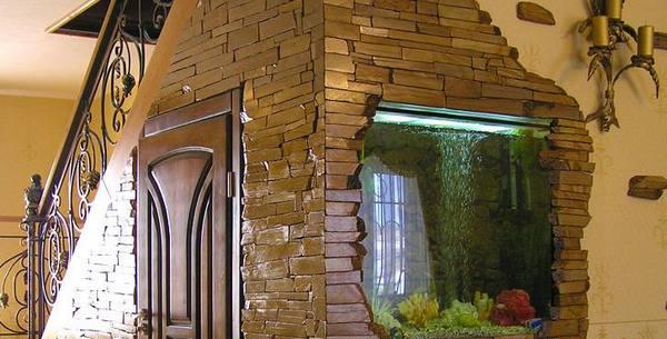 На фото внутренняя облицовка из песчаника-фонтанки.