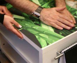 Как обклеить шкаф обоями и фотообоями: инструкция по декорированию своими руками, видео и фото