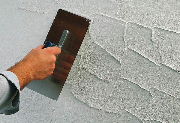 Как оштукатурить стену своими руками