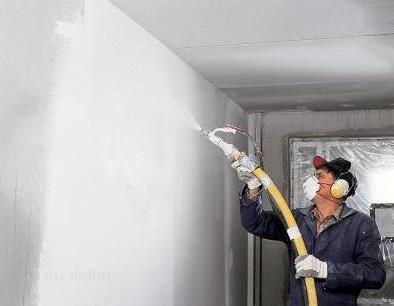 Нанесение смеси на стену