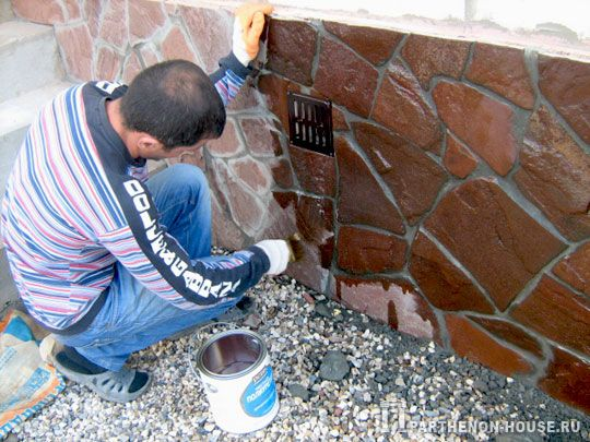 Нанесение защитного покрытия поверх готовой поверхности может значительно отразиться на цвете материала и швов