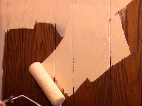 Наносим краску в несколько слоев аккуратными мазками.