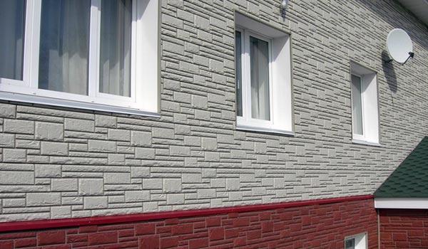 Недорогой вариант с использованием фасадных панелей под камень