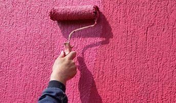 Некоторые виды материалов предназначены для того, чтобы работать с уже готовой фактурой, которая создана благодаря фасадной штукатурке или шпатлевке