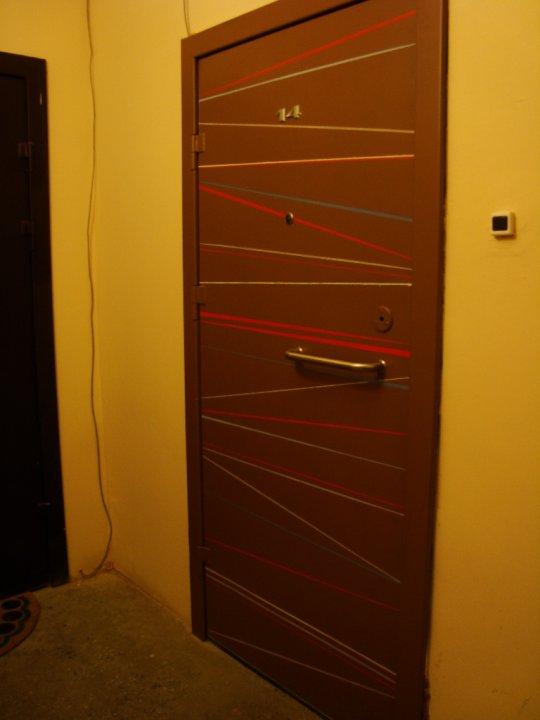 покрасила металлическую дверь автоэмалью