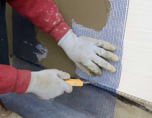 Обрезка сетки по краю отделочного материала