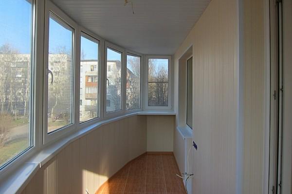 Обшивка балкона сложной конфигурации.