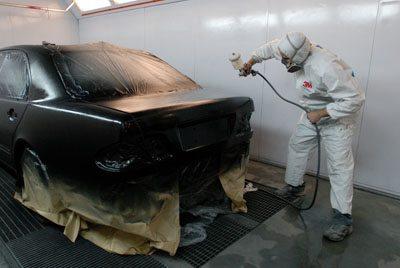 """Одна из основных областей применения """"быстрых"""" отвердителей - ремонт и покраска автомобильных кузовов."""