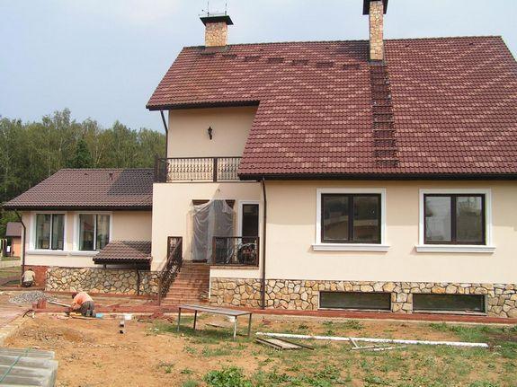 Оштукатуренный дом отлично выглядит