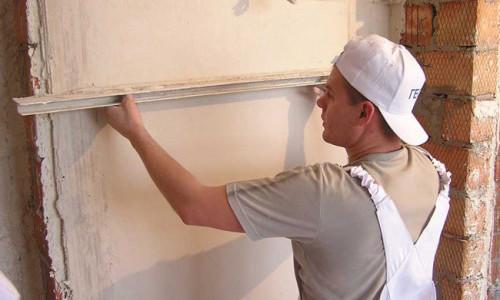 Оштукатуривание балконной стены