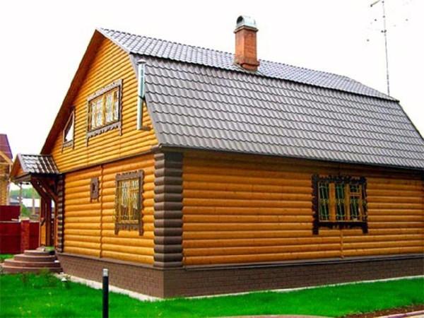 Отделанный блок-хаусом фасад