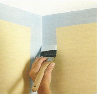 Первым делом прокрашиваем углы и границы стен.