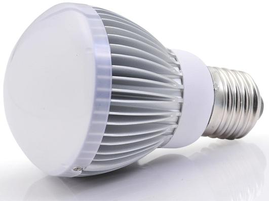 Пластиковый рассеиватель светодиодной лампочки почти не нагревается. Ощутимо греется лишь преобразователь питания.
